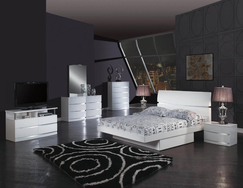 Global United Wynn California King Platform Bedroom Set 4 Pcs In White Wood Solids And Veneer