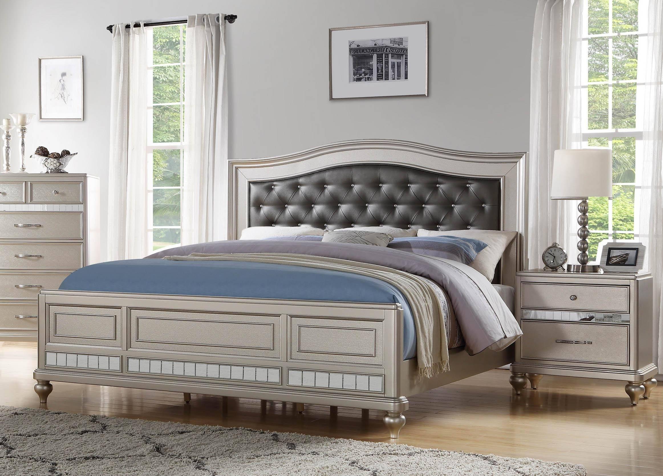 . McFerran B520 King Platform Bedroom Set 5 Pcs in Silver  Light Gray  Vinyl